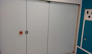 Adesivo Branco Whiteout para Porta de Vidro no Méier