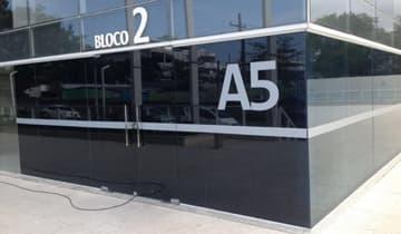 Insulfilm Smoke Refletivo em A5 Offices na Barra da Tijuca
